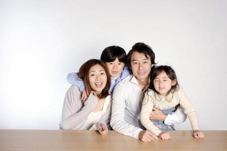 家族 4 生活費 人